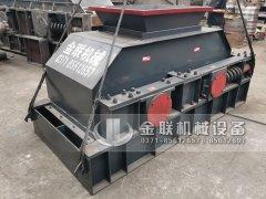 2PG1007中型液压直联对辊制砂机发往湖南