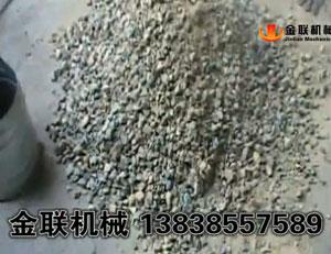 超细粉碎镍矿石试机_四辊破碎机视频